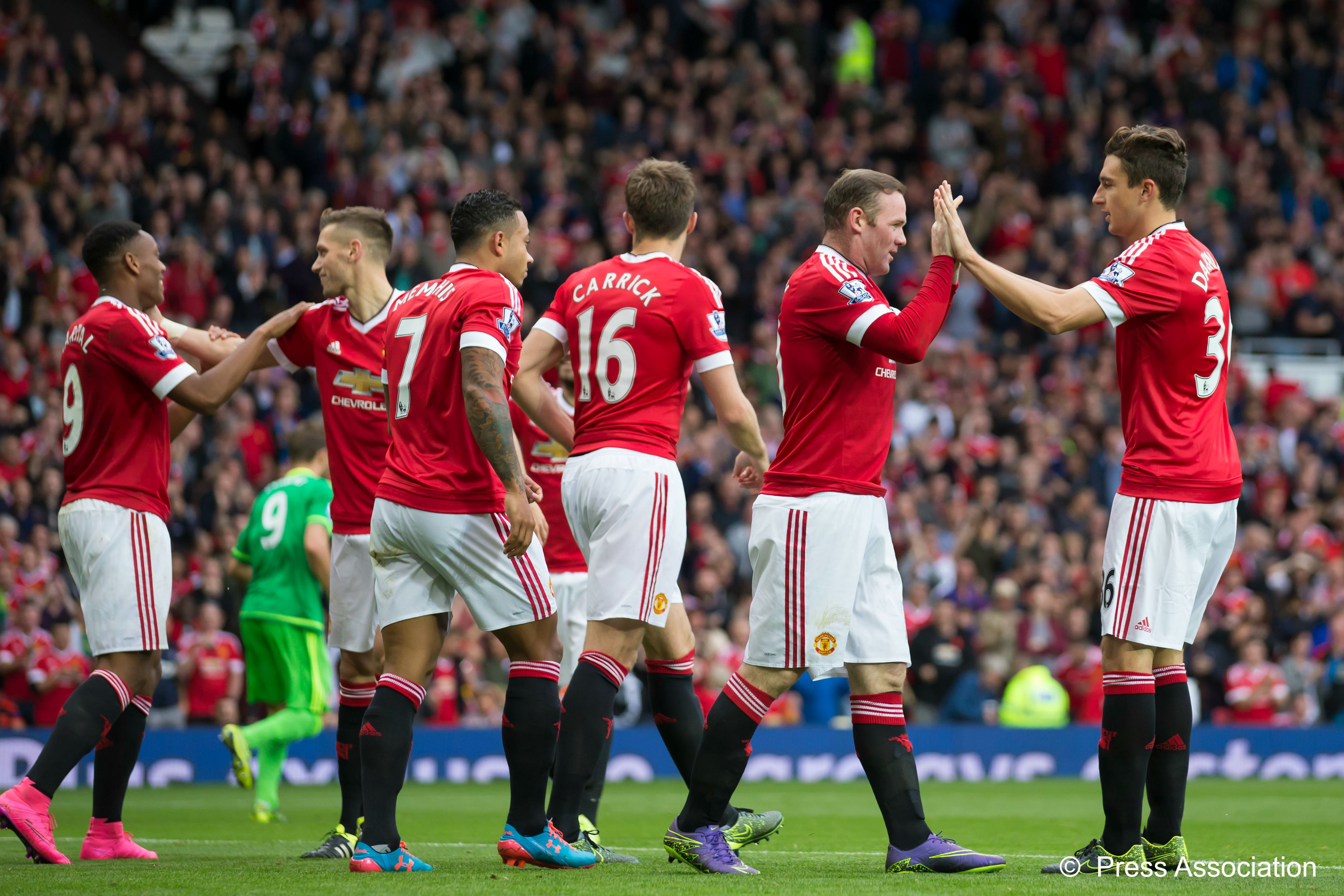 Manchester-Utd-celebrate-goal-v-Sunderland-26th-Sept-2015